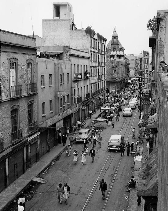 Ciudad de México. Foto: Enrique Bordes Mangel, 1957, Archivo fotográfico IIE-UNAM. Sacado de: http://www.revistaimagenes.esteticas.unam.mx